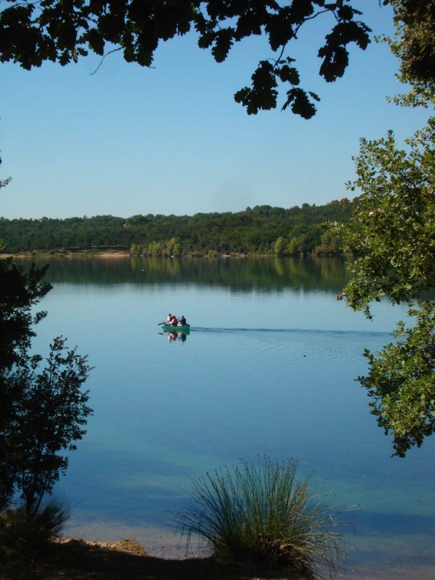 canoe seul sur les lac du verdon